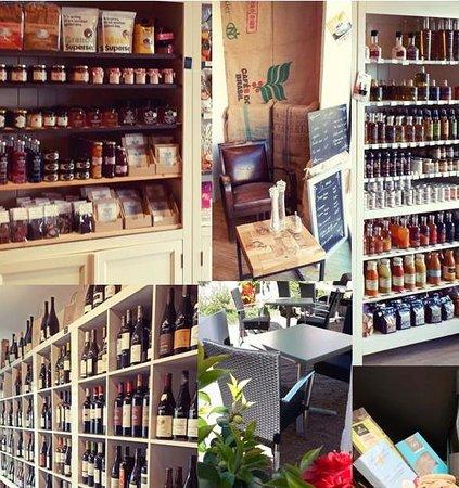 Brissac-Quince, France: Jardin, restauration, épicerie, vin, gourmandise...