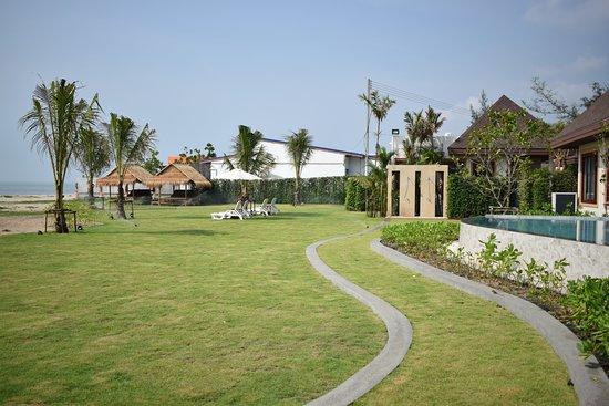Triple Tree Beach Resort: Land scap