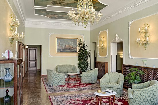 Hotel Pausania: salone comune piano nobile
