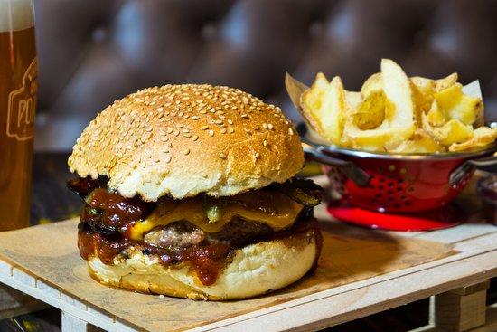 The Barrel Bar & Grill: Classic Cheese Burger