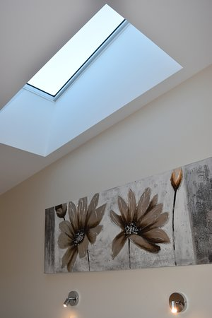 Mapleton Springs: Skylight above bed with remote controlled blind
