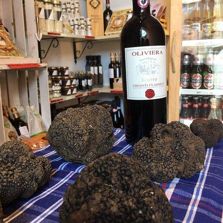 Siena Tartufi (truffle hunting): #blacktruffle and #chianti #riserva