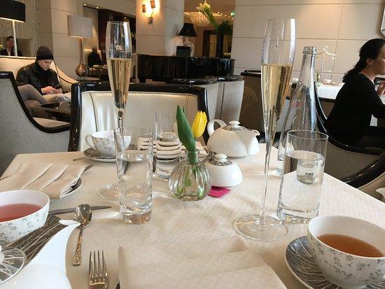 Wellington Lounge: The table