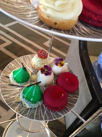 Wellington Lounge: Very delicious cakes