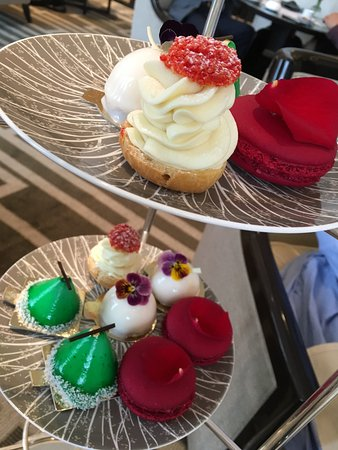 Wellington Lounge: Cakes