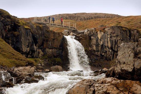 Waterfall Circle: Hiking bridge over a small Waterfall on the way