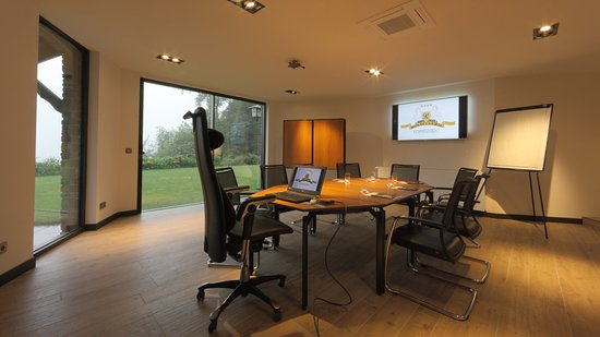"""Kemmel, Belgia: One of the meeting rooms in """"Board Room"""" configuration."""