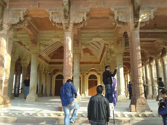 พระราชวังแอมเบอร์: palace inside the fort