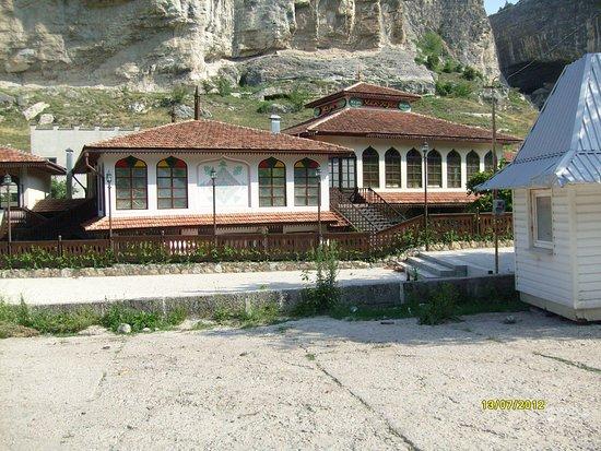 Bakhchisaryi Holy Dormition Monastery: Начало пути вверх