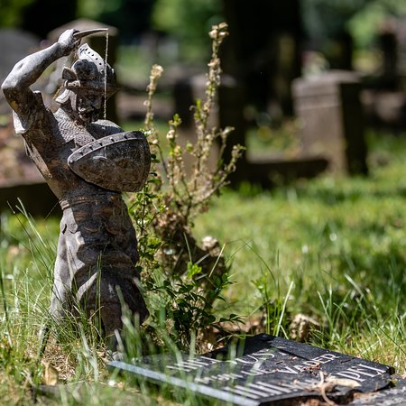 Dordrecht, Nederland: Een monument op het oudste deel van de begraafplaats
