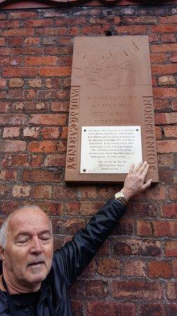 Angelica - Guia em Liverpool & Pais de Gales: Passeio Barato em Liverpool - Tour em Portugues - Igreja St Peter