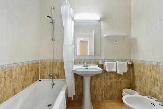 Apartamentos San Antonio Beach : Cuarto de baño en apartamentos en 1º y 2 piso