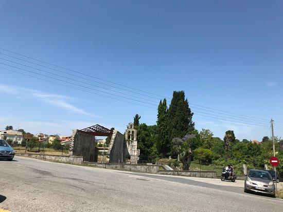 Ανάκτορο Μον Ρεπό: Across the road from Mon Repos Park and Palace