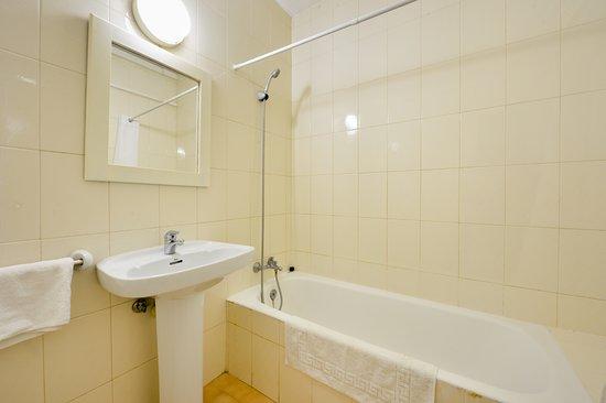Apartamentos San Antonio Beach: Baño en apartamentos en 3º piso