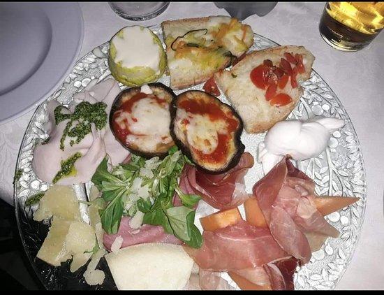 Ramazzano, Italy: Trilogy Club Pizzeria Ristorante Pub