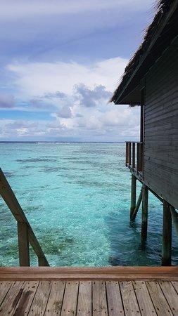 Meeru Island Resort & Spa : From Jacuzzi (700's) steps to the ocean