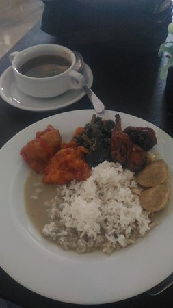 D'Maleo Hotel & Convention: salah satu menu sarapan