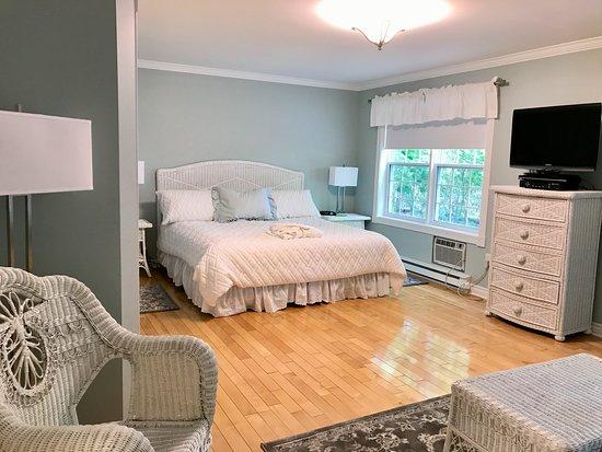 Kindred Spirits Inn & Cottages: Deluxe King Room
