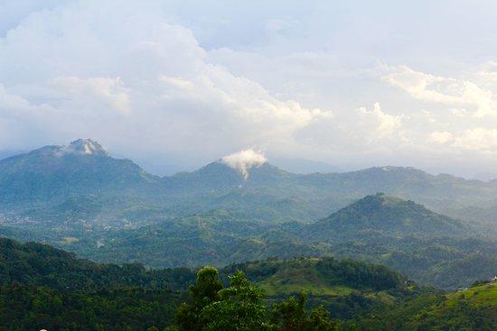 Nillambe, Sri Lanka: Mountain Range