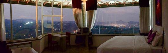 Nillambe, Sri Lanka: Night view from Suite room