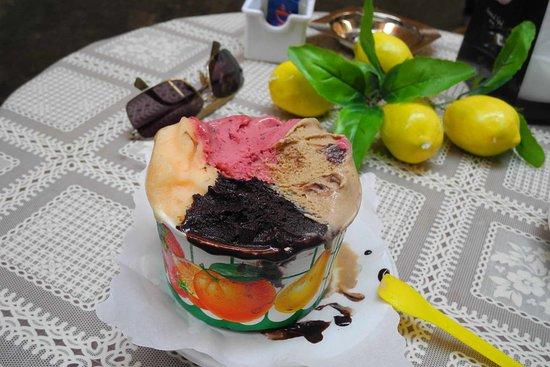 Antica Gelateria Sorrentina 1860: The ice-cream: extra-dark chocolate, coffee, citrus, forest fruits...