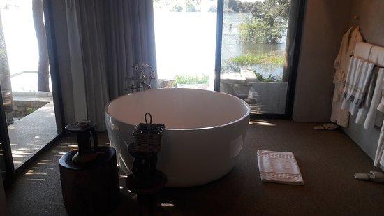 Matetsi Victoria Falls: Beautiful tub