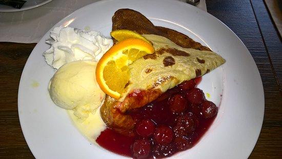 Pfannkuchen-Muhle: Pfannkuchen mit Kirschen