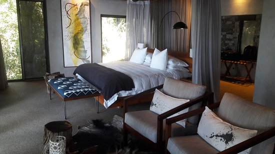 Matetsi Victoria Falls: Lovely bed and lounge area
