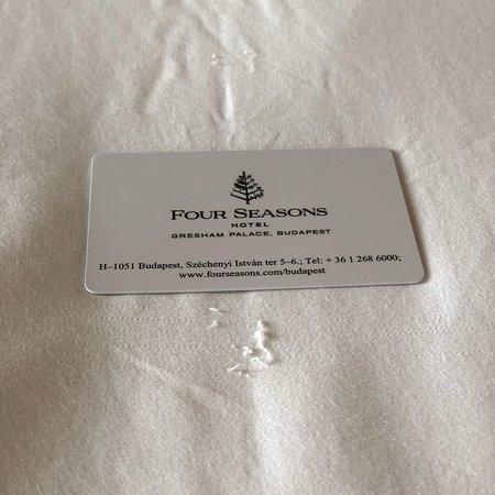 Four Seasons Hotel Gresham Palace : Stains, finger nails, worn bed linens and water not changed