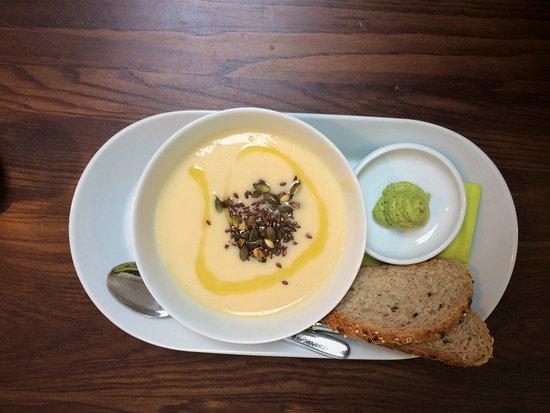 Vågal kaffe- og vin: Soup of the day - Colliflower