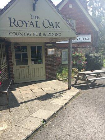 The Royal Oak Country Pub & Restaurant: Exterior.