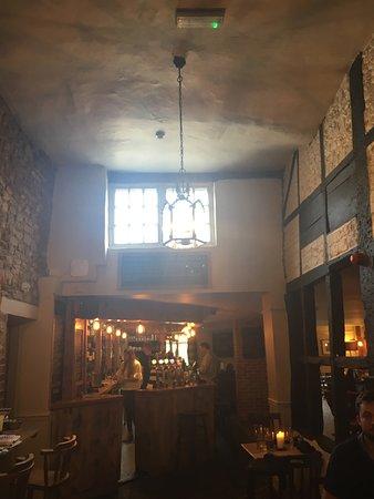The Royal Oak Country Pub & Restaurant: Interior.