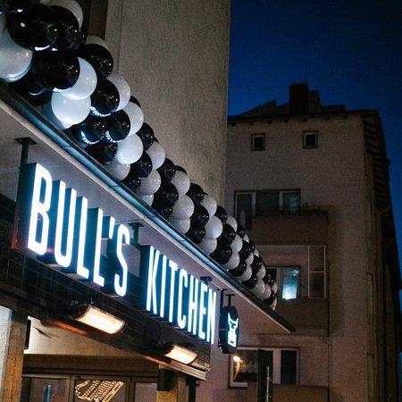Bulls Kitchen: Fassade