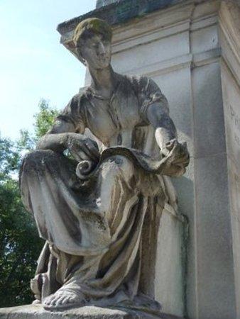 Monument a Philippe Pinel: Détail de la sculpture