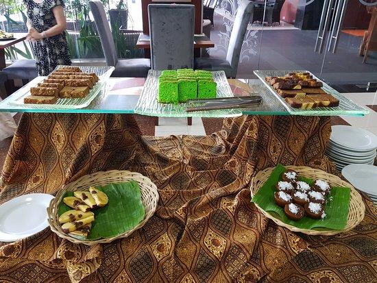 Grand Hatika Hotel: Traditional cake
