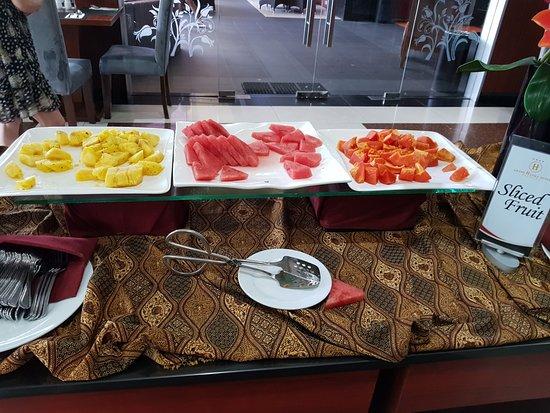 Grand Hatika Hotel: Sliced fruits