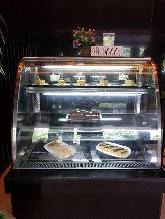 Grand Hatika Hotel: Bakery - cake display