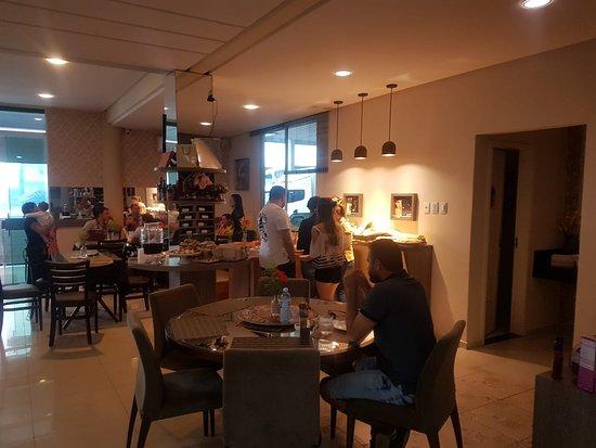 Giulietta Cafe, Pasto & Pizza : vista do salão principal