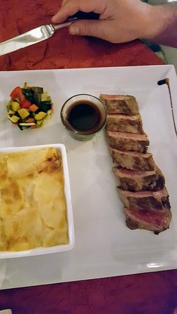 La Villa Restaurant: juicy steak