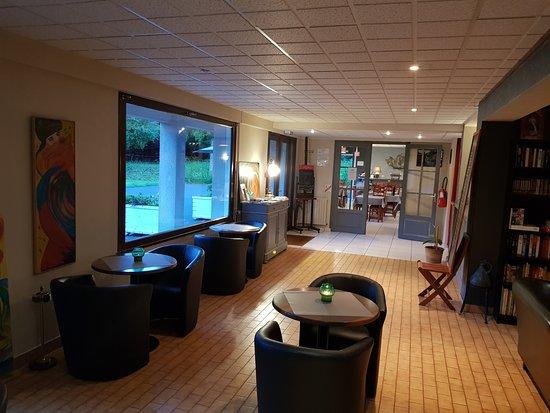 Saint-Jacques-des-Blats, Frankrike: salon/bar