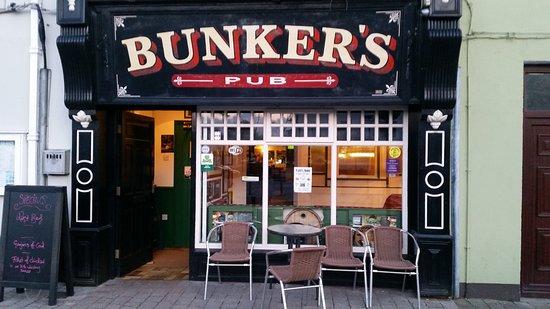 Bunker's: front