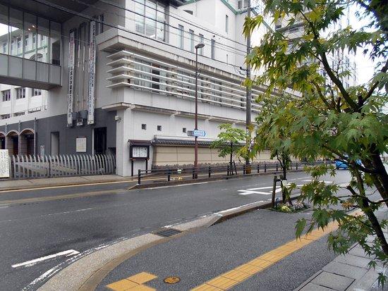 Confectionery Goto : 五島の店先からパチリした筑紫女学園高・中学校の正門