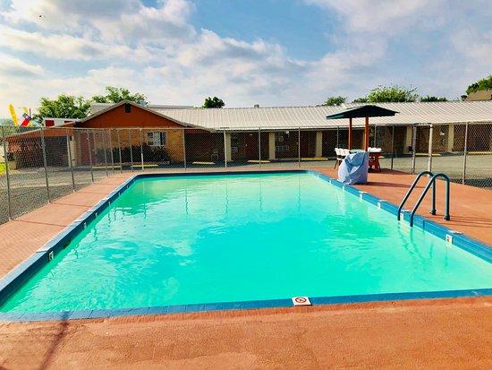 Pool - Picture of Sun Valley Motel, Junction - Tripadvisor
