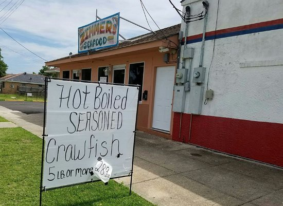 Zimmer's Seafood: Crawfish on the run.