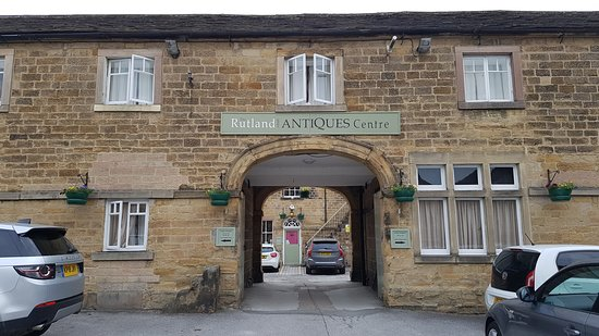 Rutland Arms Hotel Bakewell: Rooms across road from main hotel