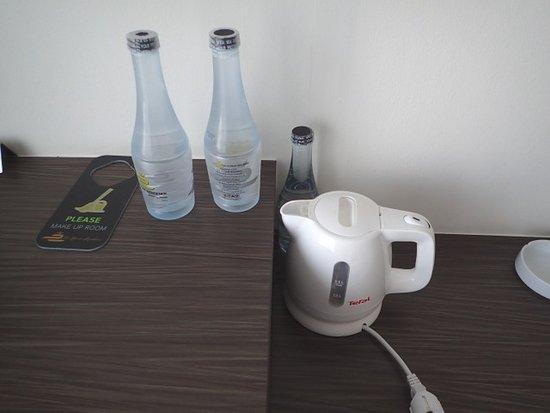 The Elysium Residence: 無料の水とポット