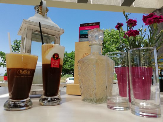 Natura Βeach Βar: frozen freddo espresso or cappuccino (frozen)