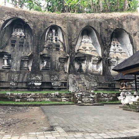 古农卡威斯巴图圣泉寺照片