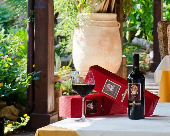 Masseria Pisciani: linea etichetta rossa