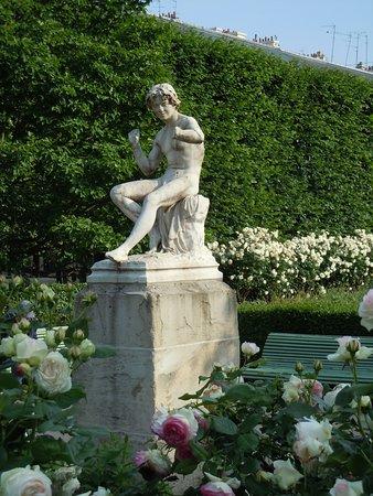 Statue Le charmeur de serpent